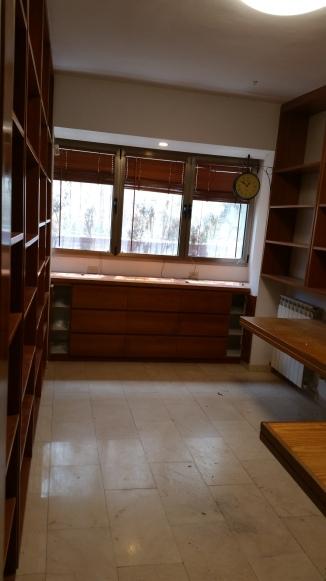 Built in shelves & desk in 2nd bedroom